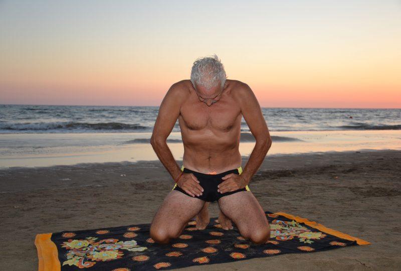 Franco Di Mantova insegnante Hatha Yoga –  Associazione Culturale BenessereYoga Via Tuscola 928 Roma